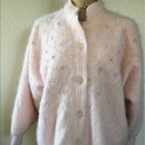 Vintage baby pink angora buttondown cardigan 👛